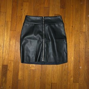 Express mini skirt . Faux leather.